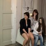 goście podziwiają lampy, lampa Mucha Design